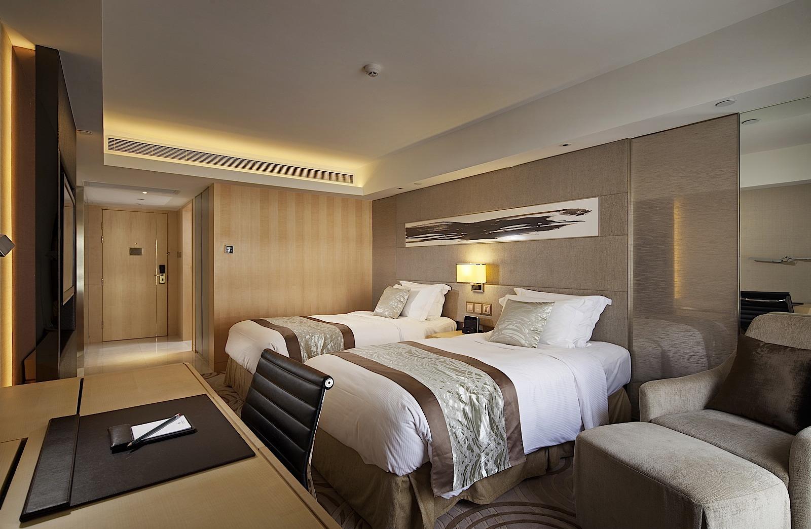 Deluxe Room Royal Garden Hotel In Hong Kong Tsim Sha